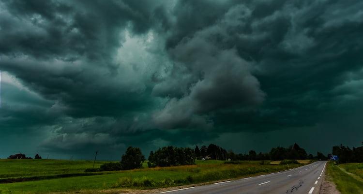 dark green sky tornado